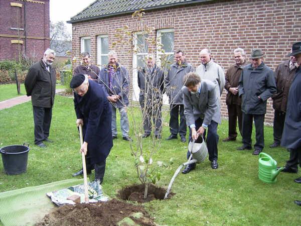 Ein Baum für die Hundertjahrfeier